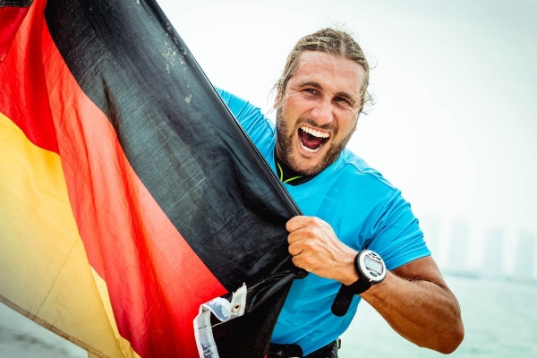 Golden Gruber grabs victory in kitefoiling nailbiter