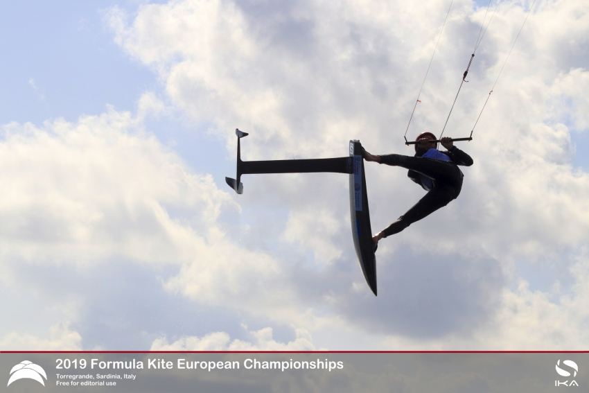 First skirmishes at Europeans upset the form book in thrilling racing in Italy